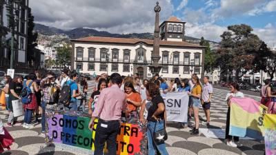 3.ª marcha do orgulho gay reúne cerca de 200 pessoas na Praça do Município