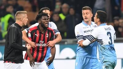 """AC Milan denuncia """"graves episódios racistas"""" no jogo contra a Lazio"""