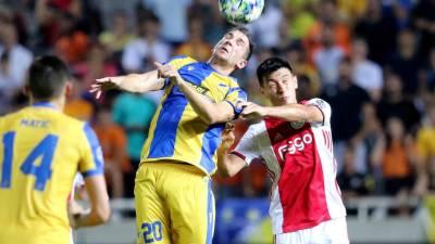 APOEL impõe nulo ao Ajax no 'play-off' da Liga dos Campeões