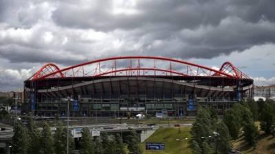 Benfica substitui zona central do relvado do Estádio da Luz devido a problemas com rega