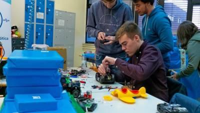 Brinquedos avariados são recuperados por estudantes universitários