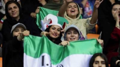 Cerca de 3.500 mulheres são esperadas em jogo de futebol no Irão