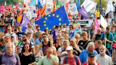 Cerca de 35.000 alemães manifestam-se contra extrema-direita em Dresden