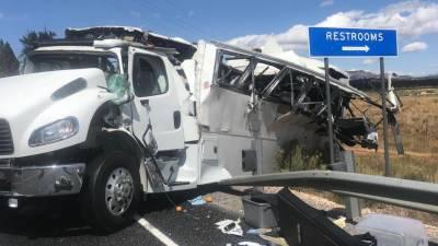 Despiste de autocarro de turismo nos EUA causa pelo menos quatro mortos