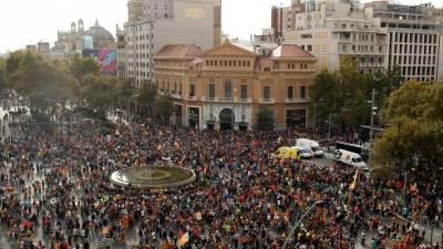 Dezenas de milhares de pessoas manifestam-se em Barcelona