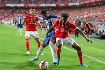 FC Porto trava 'voo' do Benfica com vitória por 0-2
