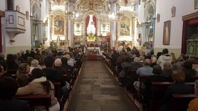 Igreja Matriz do Caniço cheia para homenagear vítimas do acidente do autocarro