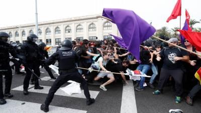 Independentistas pacíficos contra violência de minoria de radicais na Catalunha