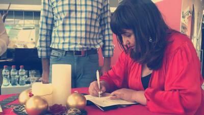 Lídia Maria lançou o primeiro livro de poesia