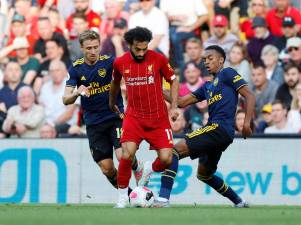 Liverpool soma terceiro triunfo consecutivo e lidera isolado Liga inglesa