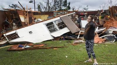 Michael deixa dois mortos e rastro de destruição na Florida