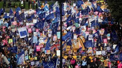 Milhares concentram-se em Londres contra a saída da União Europeia