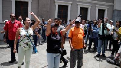 Militares ameaçam jornalistas que tentam aceder à Assembleia Nacional da Venezuela