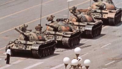 Morreu o autor da histórica fotografia 'Homem do Tanque' da praça Tiananmen