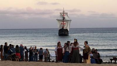Multidão assistiu ao desembarque de Colombo no Porto Santo