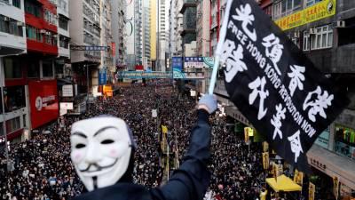 Polícia de Hong Kong efectua 11 detenções e apreende armas antes de manifestação