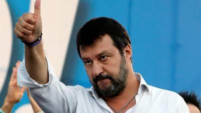 """Salvini reúne direita italiana e promete regressar """"em breve"""" ao governo"""