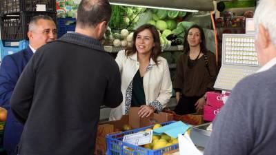 Sara Cerdas contactou com a população e comerciantes no Mercado da Penteada