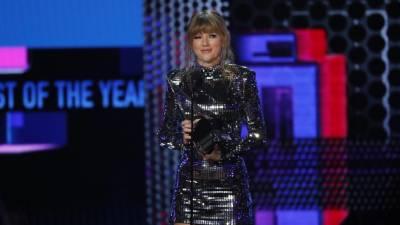 Taylor Swift foi a grande vencedora dos American Music Awards e apelou ao voto