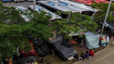 Venezuelanos deslocados constroem acampamento improvisado na Colômbia