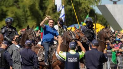 Várias pessoas feridas em confrontos entre apoiantes e críticos do Presidente do Brasil
